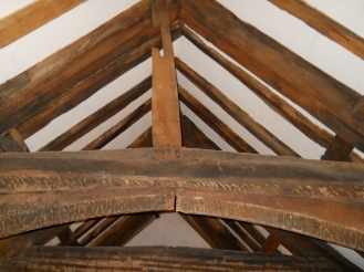 King post and collar beam in the 15th century roof of the refectory wing